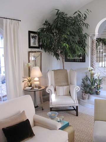 Home for the holidays mark d sikes la dolce vita for Mark d sikes living room