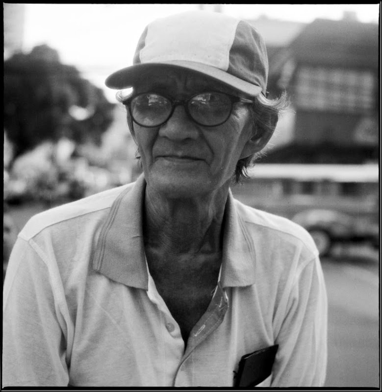 An elderly man on the streets of Manila.