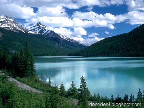 Alberta,_Canada_-_Lake_Louise