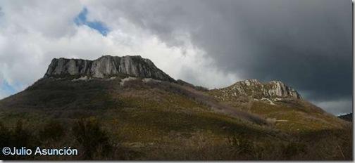 Vistas del Larrogain y la Peña de Aintzioa - Valle de Arce