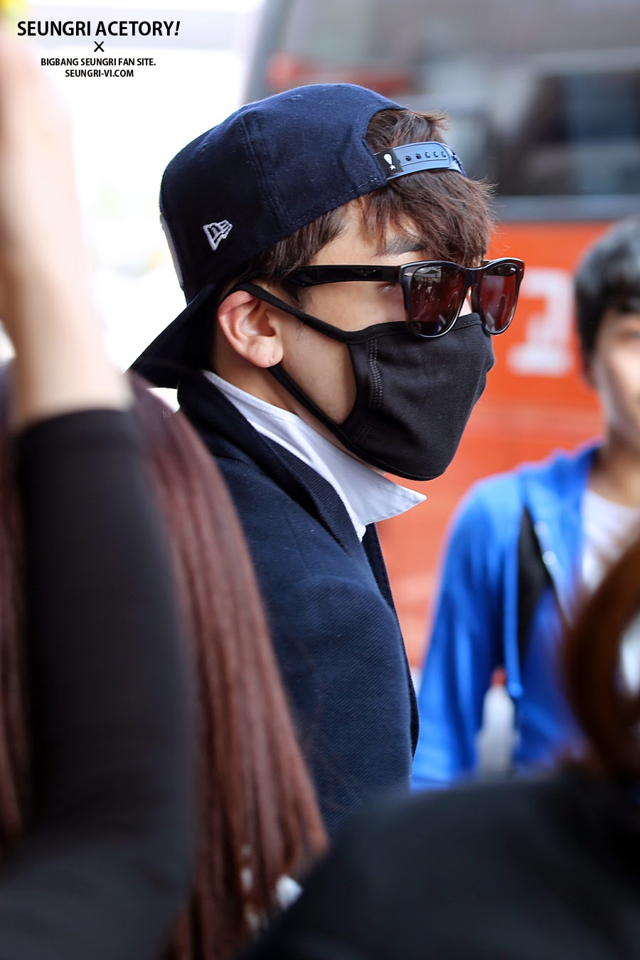Seung Ri - Gimpo Airport - 14apr2014 - Fan - Acetory - 2.jpg
