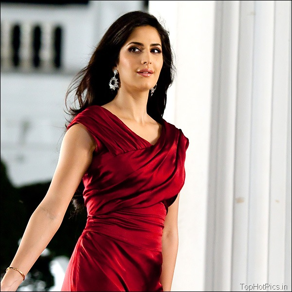Katrina Kaif Hot Hd Pics in Red Dress 10