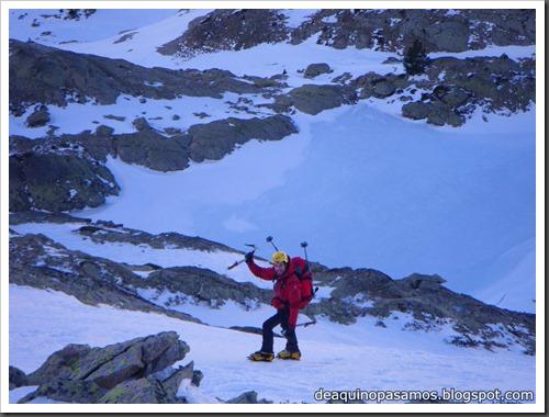 Corredor Noroeste (Izquierda) 300m AD  65º (Pico Serrato 2888m, Pirineos) 7402