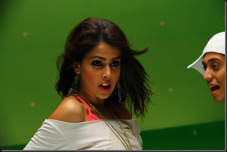 Genelia Cute Stills At Velayutham Movie (3)