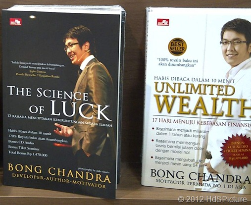 buku motivasi adalah salah satu sumber penyadar semangat hidup anda. Itupun jika anda sadar
