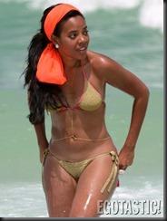 angela-simmons-bikini-pics-from-miami-02-675x900