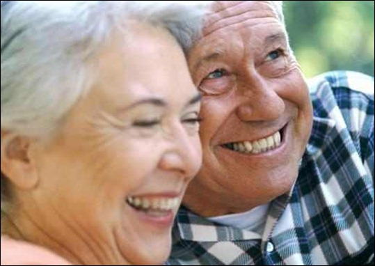 HappyElderCouple
