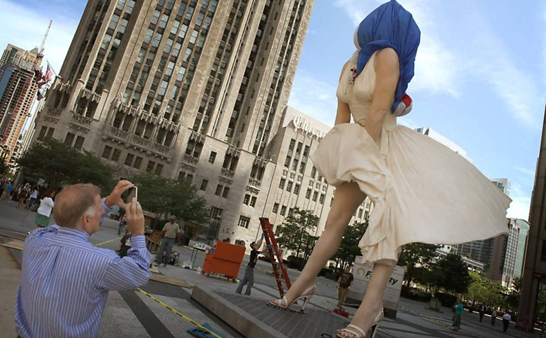 26 foot tall sculpture of marilyn monroe unveiled in chicago