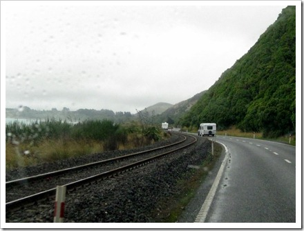 We got us a convoy along the Kaikoura coast.