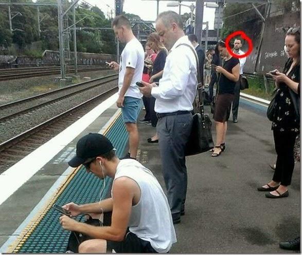 cell-phones-everywhere-029