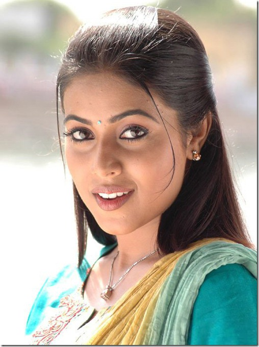 actress-poorna-shamna-kasim-cute-photo