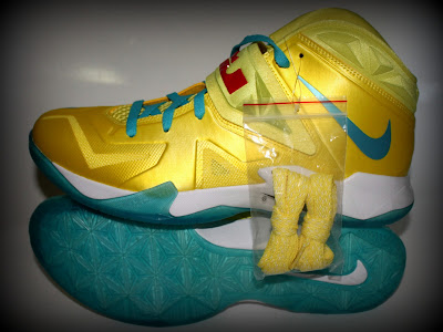 nike zoom soldier 7 ss yellow blue 1 05 Nike Zoom Soldier VII   Sonic Yellow / Blue Gamma   Sample