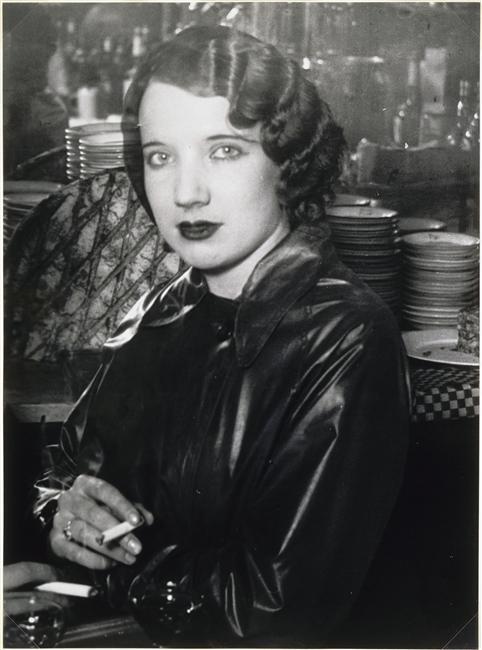 Brassaï ~ Dans un bar, boulevard Rochechouard, c.1932.jpg