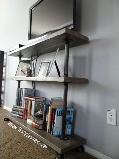 Easy_DIY_wood_and_galvanized_pipe_shelf