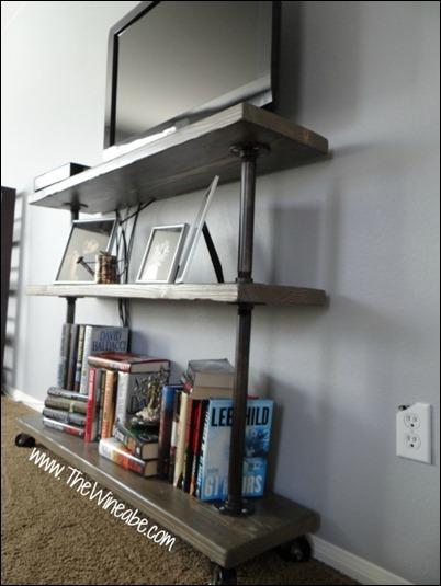 Easy_DIY_wood_and_galvanized_pipe_shelf