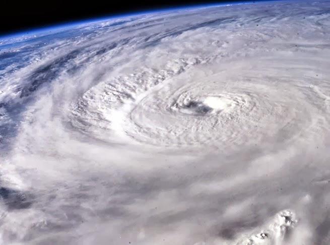 vid_iz_kosmosa_uragan