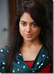 sameera-reddy-clear photo