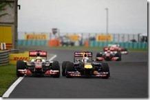 Hamilton in lotta con Vettel nel gran premio d'Ungheria 2011