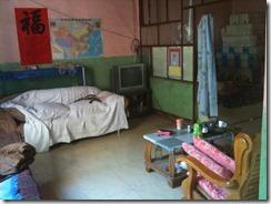28个孩子在鲍玲姊妹家学习圣经知识的房间