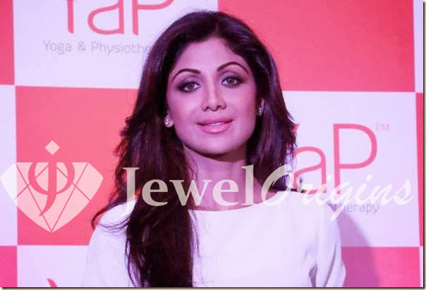 Shilpa_Shetty_Diamond_Earrings