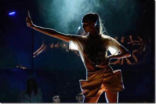 Karlie Kloss Jean Paul Gaultier Runway Paris cIHTQdvB-xXl
