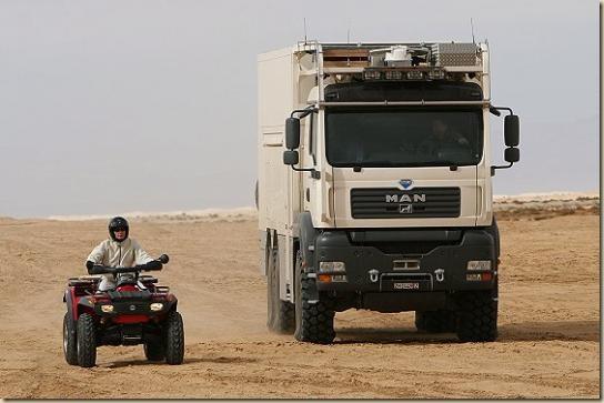 Traverser le désert en camion UNICAT TGA 6 × 6 (2)