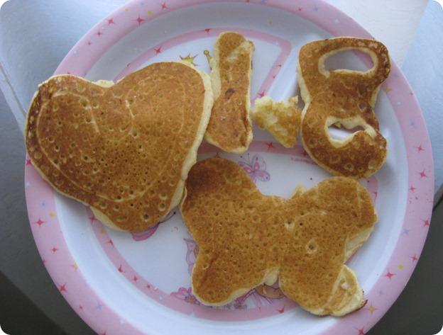 120420 Fri 1y8m RG 120420 Fri 1y8m RG hotcakes en forma de corazón mariposa y numeros