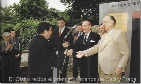 D. Olano recibe el premio de manos de Cela y Fraga