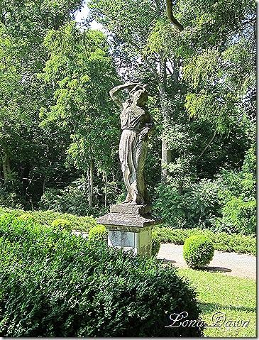 OE_Garden_Statue