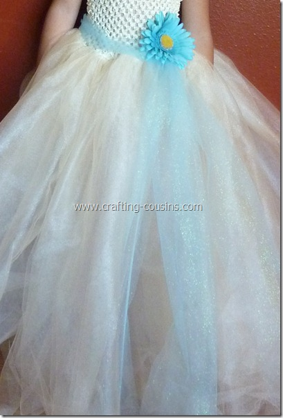 Tulle flower girl dress tutorial from the Crafty Cousins (28)