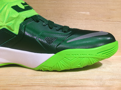 nike zoom soldier 7 tb gorge green 2 05 Closer Look at Nike Zoom Soldier VII Team Bank Styles