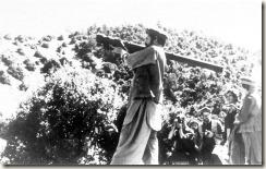 Un moudjahid afghan avec un lance-missile Strela-2