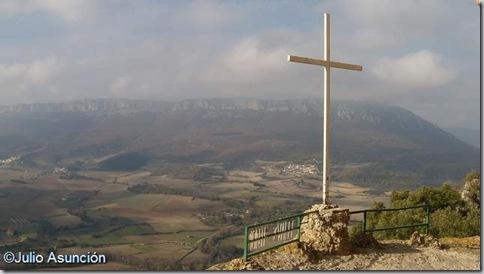 Cruz en el Mirador de Lazkua - Eraul - Valle de Yerri