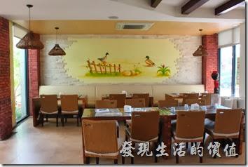 台南新營-華味香鴨肉羹。新營華味香餐廳的內部裝潢。