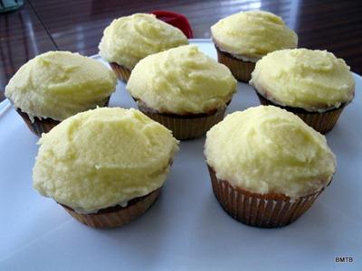 Lemon icing cupcakes