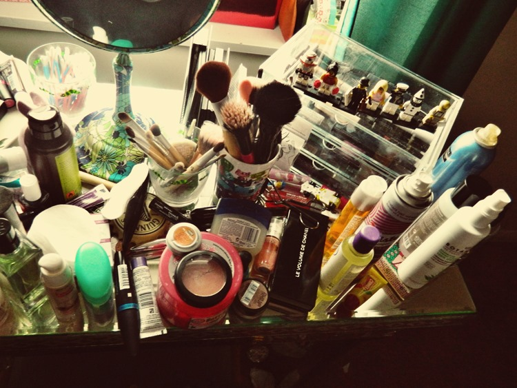 Dressing-Table-Mess-2