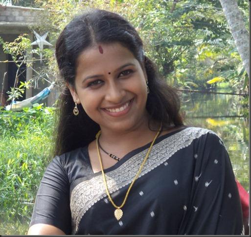 sadhika_in_saree_cute_photo
