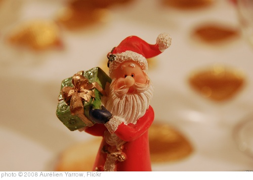'Santa Claus has a present for you!' photo (c) 2008, Aurélien Yarrow - license: http://creativecommons.org/licenses/by/2.0/