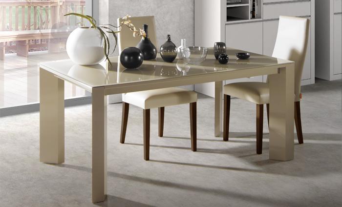 C mo elegir mesa de cristal para tu comedor sin moverte for Mesas con vidrio y madera