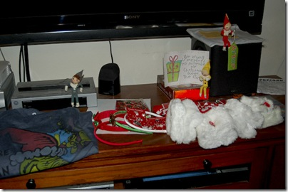 2011_1201_Christmas-elves-1