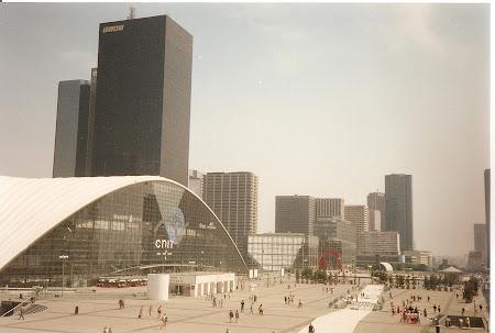 Ce vizitam la 20 ani: Cartierul Modern La Defense din Paris