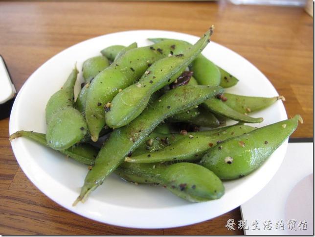 毛豆,店家招待的。在台灣吃毛豆好像到處都一樣,似乎是有專門的毛豆工廠做中央廚房統一供應的樣子。
