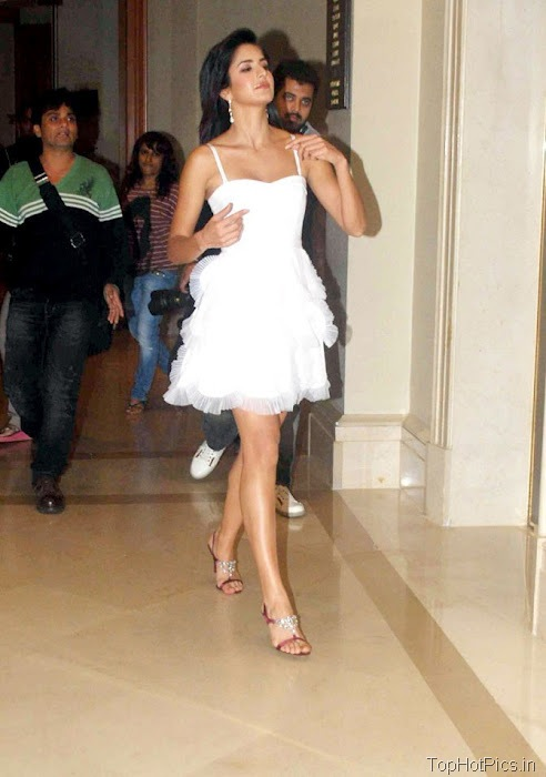 Katrina Kaif Navel Show Pics in White Dress 4