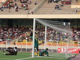 – But des léopards espoirs-football de la RDC ce 26/07/2011 au stade des Martyrs à Kinshasa, contre les lionceaux du Cameroun, score RDC-Cameroun : 1-0. Radio Okapi/ Ph. John Bompengo