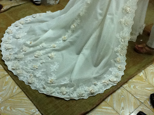 Here you see the lace and flowers together.