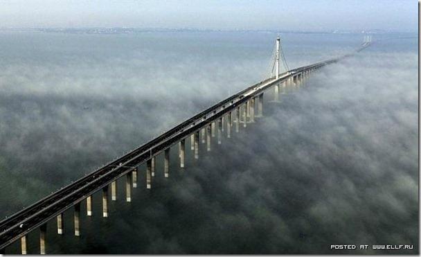 位於山東半島與遼東半島的跨海大橋,是全球最長的海橋,約有 42 公里.