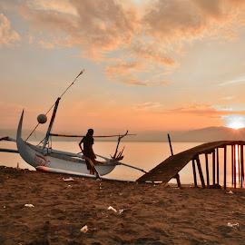 Staring sunrise by Arief Adi - Landscapes Sunsets & Sunrises ( banyuwangi, waterscape, jetty, beach, sunrise, landscape )