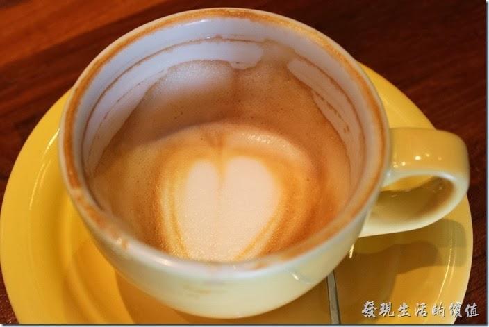 台南-PianoPiano。按照喝完的咖啡杯上殘留咖啡痕跡,咖啡油脂應該還濃郁的,可能是咖啡的份量太少了,所以喝不太到咖啡的味道。