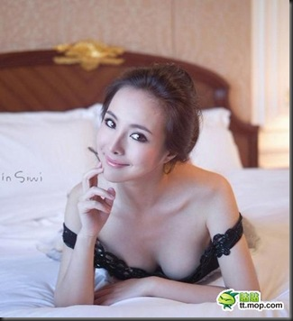Gan-Lulu-in-bed-shots-6