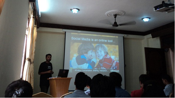 Aakar-presenting-on-social-media-day-2012